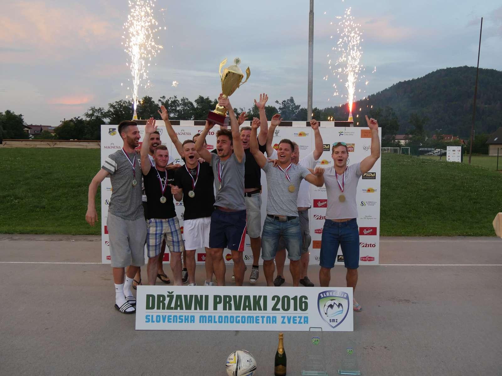 KMN Lomanoše na turnirju osvojili naslov prvaka v malem nogometu-2016-SMZ